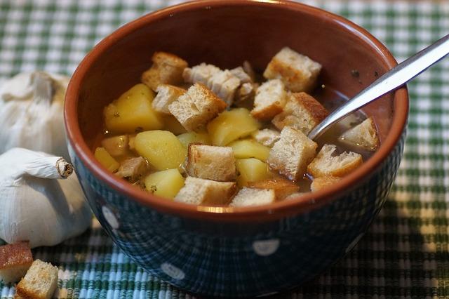 Soupe avec des croûtons