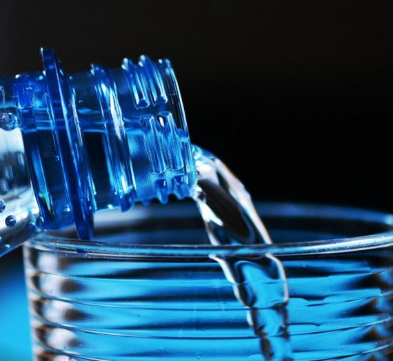 Le scandale de l'eau en bouteille : Tout compte fait